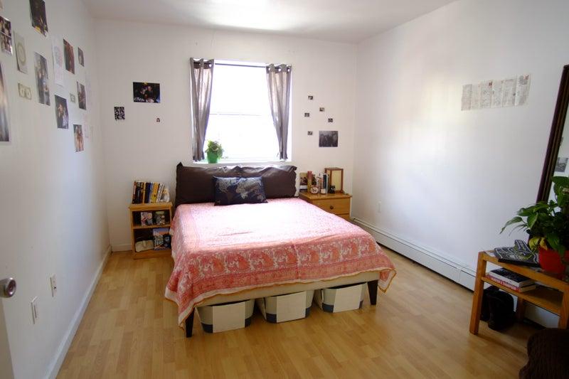 Large Furn  Room in Huge Apt! Utils/Wifi Incl!' Room to Rent