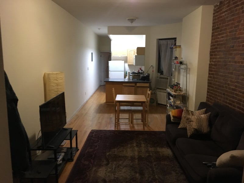 Room Available in Large Yorkville Apartment\' Room to Rent from SpareRoom