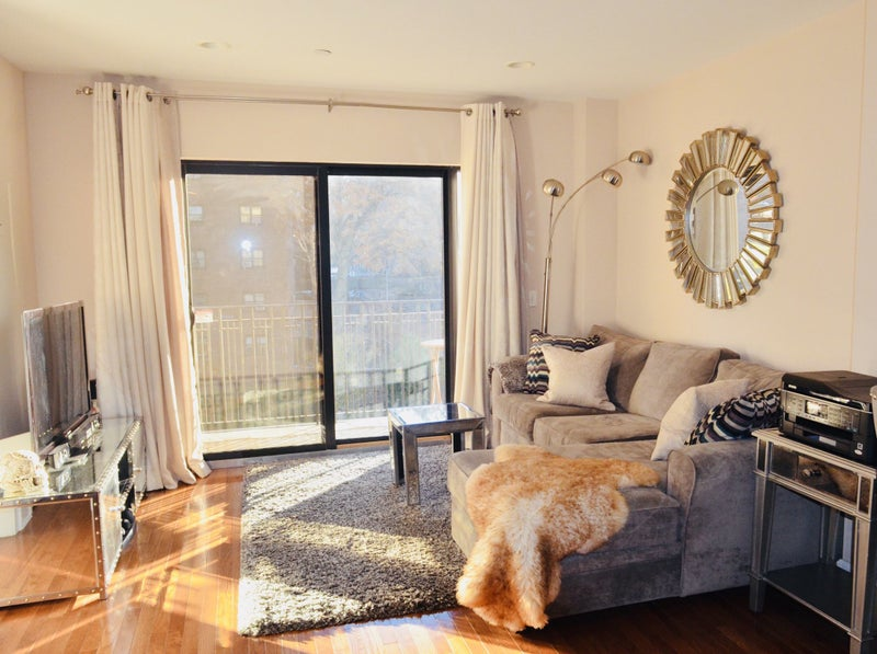 Tastefully Furnished Central A/C and heat. NEST Thermostat Hardwood floors throughout the apartment. Private balcony. Spacious rooms and living space & Private Modern 1bdrm Apt in Vinegar Hill/DUMBO\u0027 Room to Rent from ...