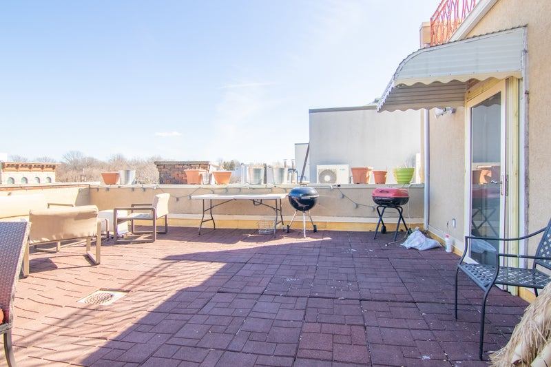 Luxury Duplex- Private Roof + 2 Balconies- + W/D' Room to