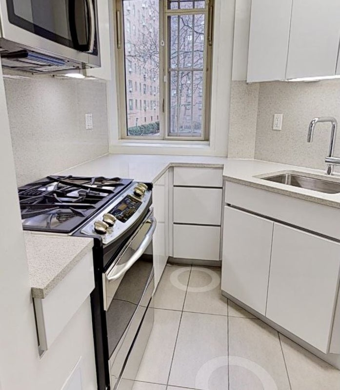 No Fee Two Roommates Wanted For 2 Bedroom Apt Spareroom
